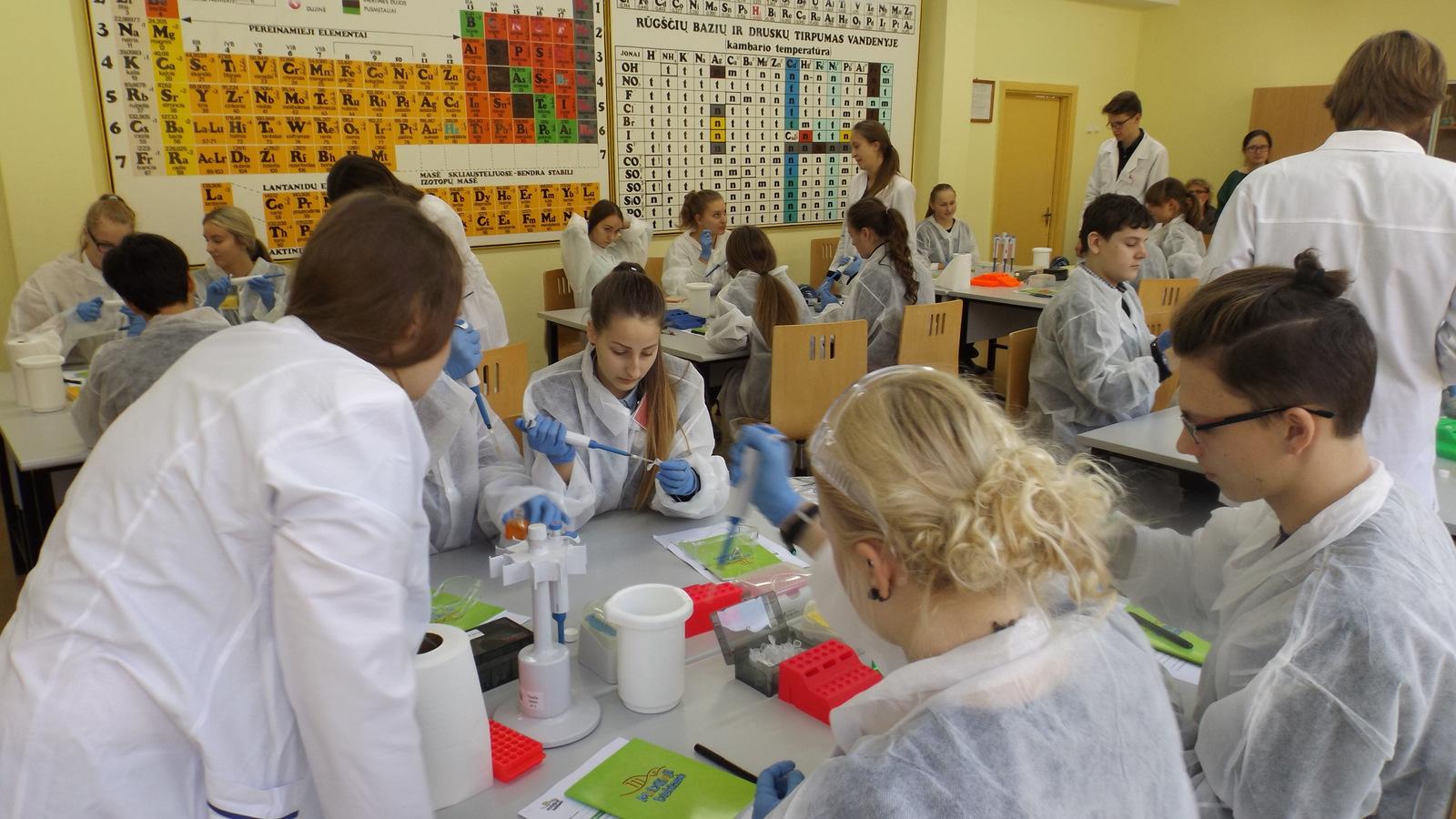Lithuania_Mobile Bioclass in Gabijos gymnasium